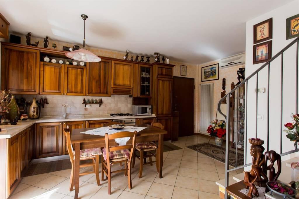 Appartamento in ottime condizioni arredato in vendita Rif. 8961840