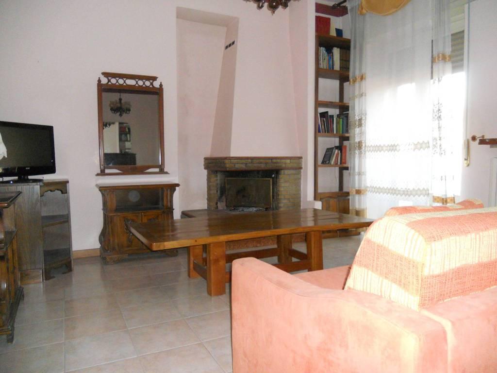 Appartamento in ottime condizioni parzialmente arredato in affitto Rif. 8960390