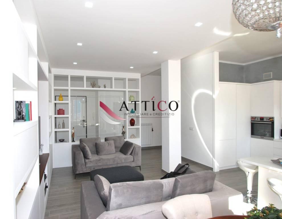 Appartamento in ottime condizioni in vendita Rif. 8962276