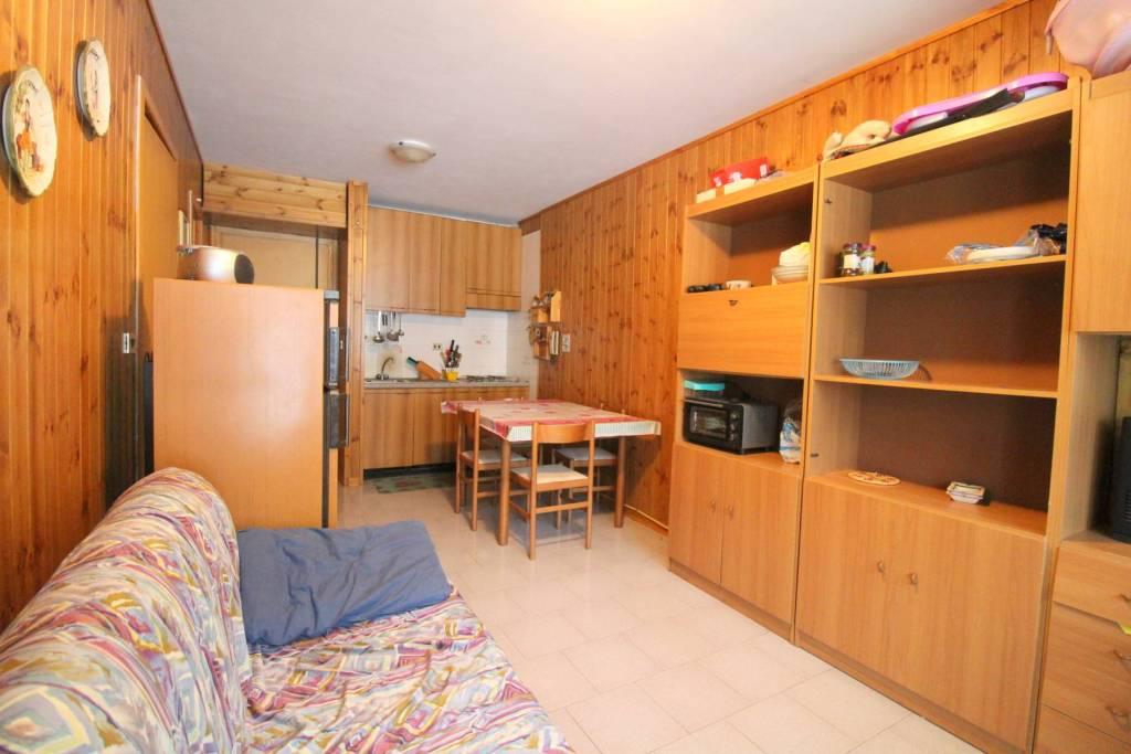 Appartamento in buone condizioni in vendita Rif. 8482861