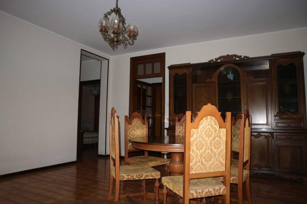 Appartamento in buone condizioni in vendita Rif. 8963273