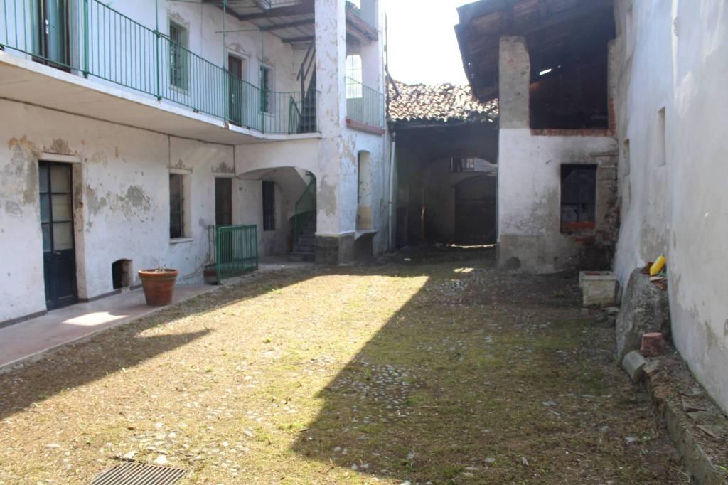 Foto 1 di Casa indipendente via Torreano, San Martino Canavese
