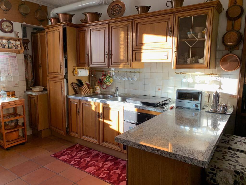 Appartamento in ottime condizioni parzialmente arredato in vendita Rif. 8960984