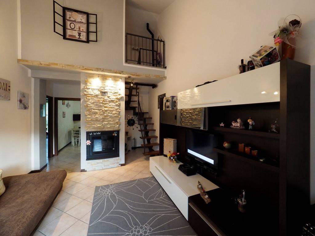 Appartamento in ottime condizioni in vendita Rif. 8962545