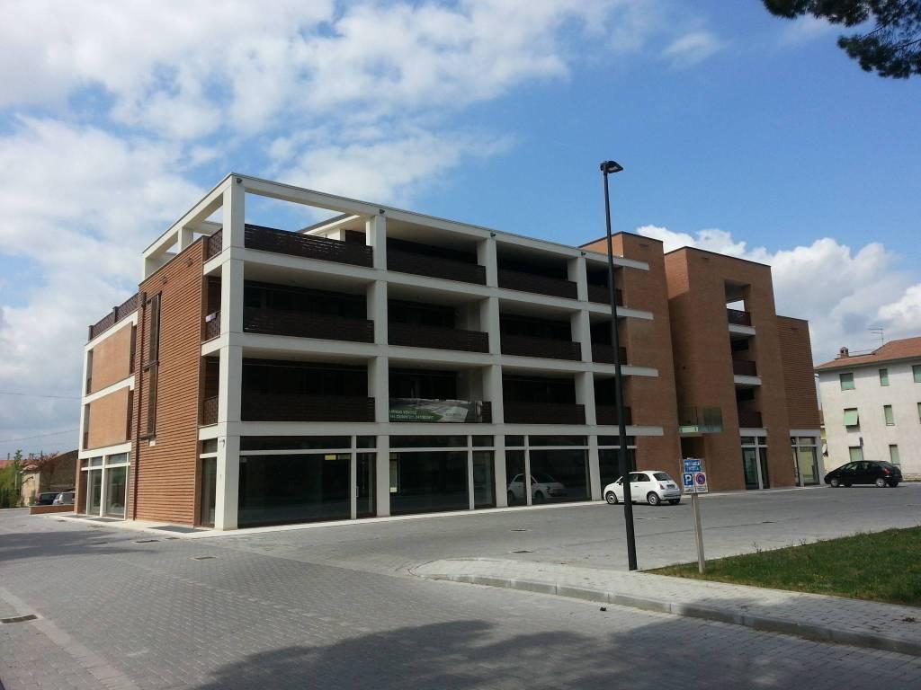 Appartamento in ottime condizioni parzialmente arredato in vendita Rif. 8963652