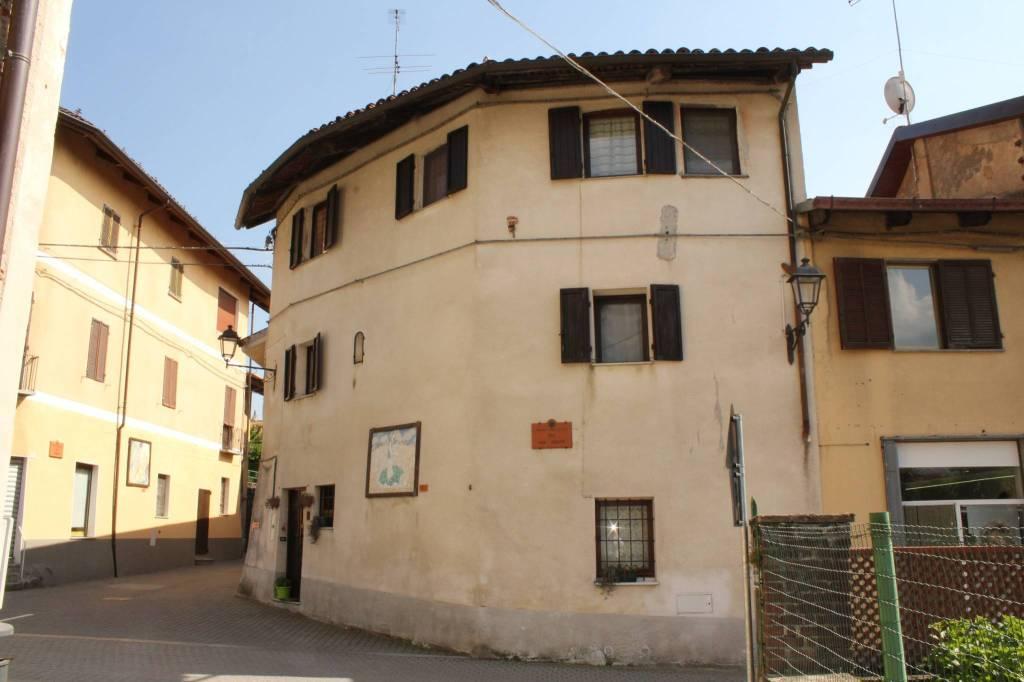Foto 1 di Casa indipendente via Balbo, Torre Canavese