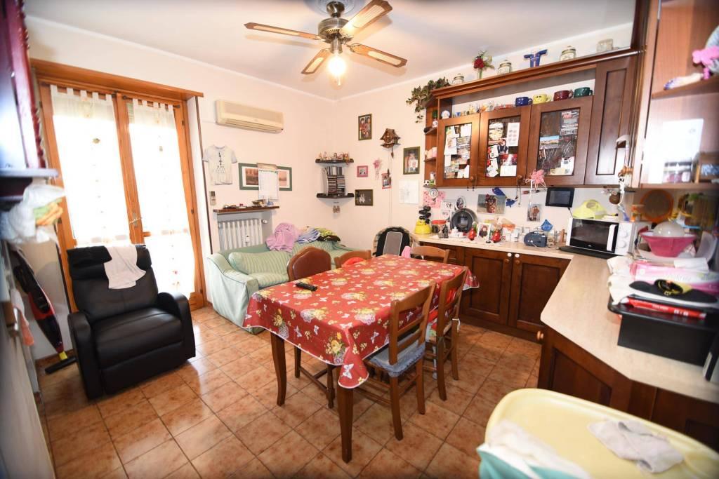 Appartamento in buone condizioni in vendita Rif. 8846696
