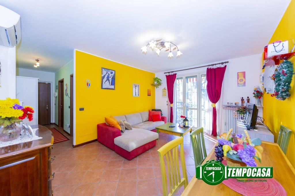 Appartamento in buone condizioni in vendita Rif. 8960411
