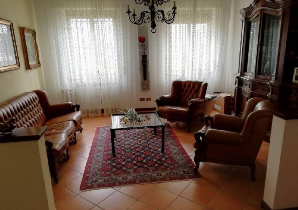 Appartamento in buone condizioni in vendita Rif. 8977234