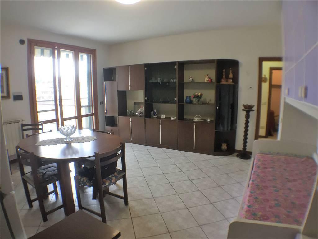Appartamento in buone condizioni arredato in vendita Rif. 8974263