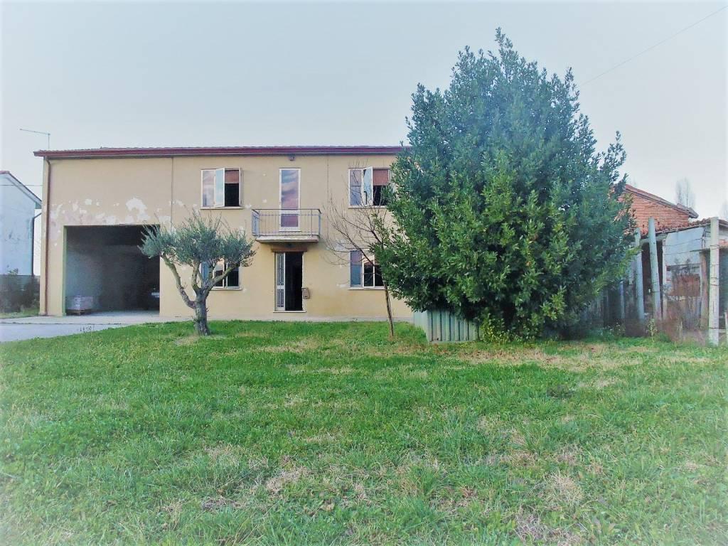 Rustico / Casale da ristrutturare in vendita Rif. 8974392
