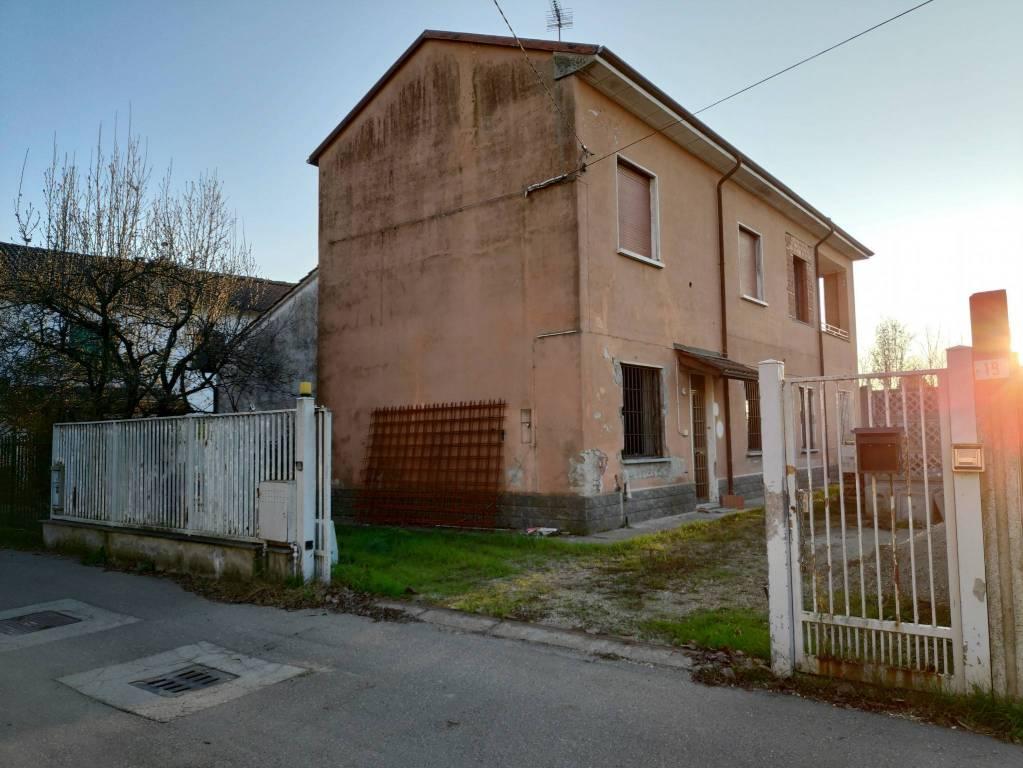 Villa in vendita a Bastida Pancarana, 4 locali, prezzo € 68.000   CambioCasa.it