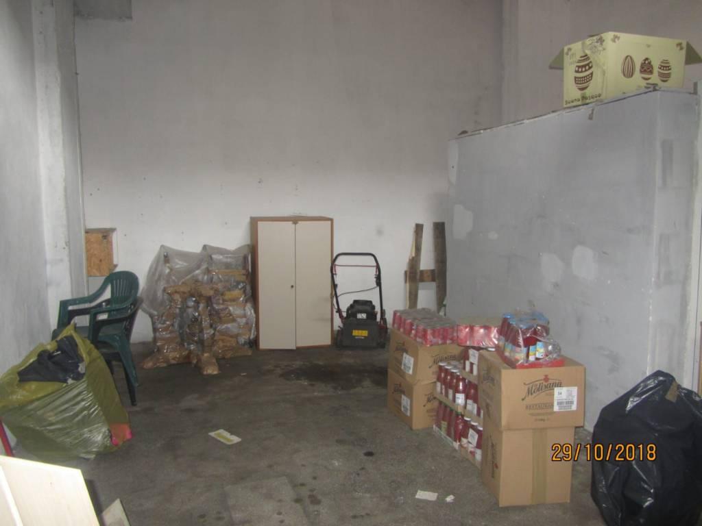 Appartamento in buone condizioni in affitto Rif. 8976627