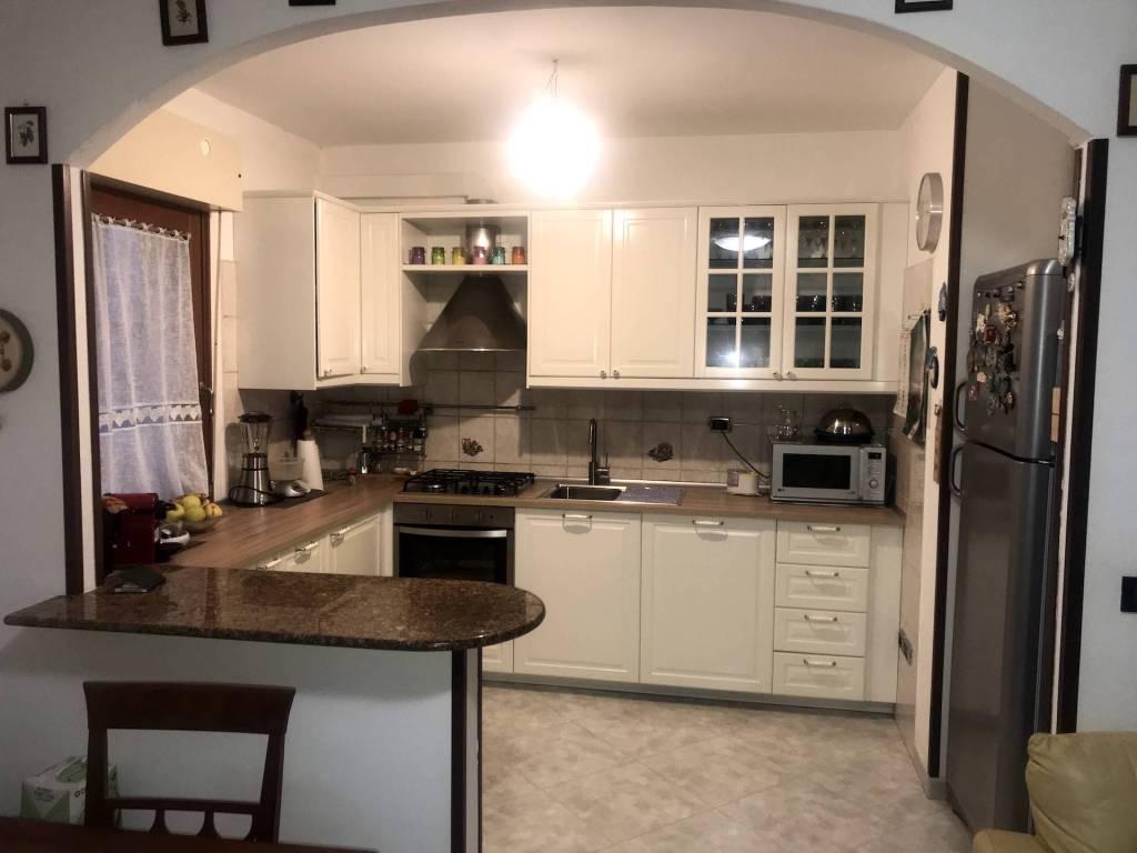 Appartamento in buone condizioni parzialmente arredato in vendita Rif. 8972033