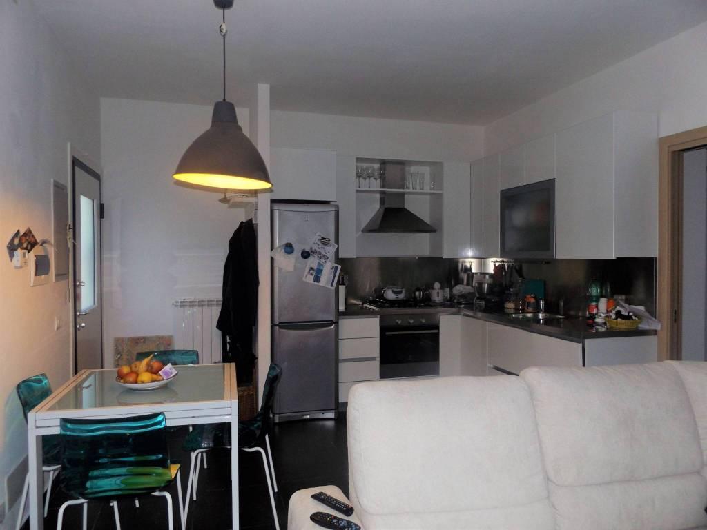 Appartamento in ottime condizioni parzialmente arredato in vendita Rif. 8975754