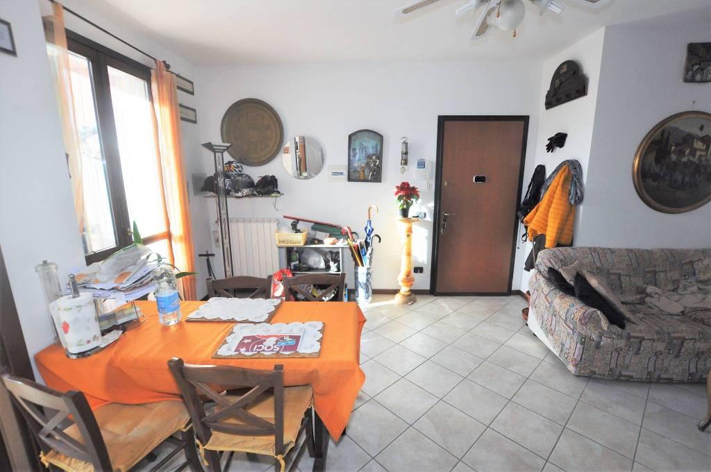 Appartamento in ottime condizioni in vendita Rif. 8974065