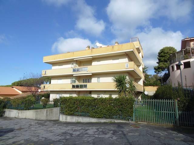 Appartamento in ottime condizioni in vendita Rif. 8974569