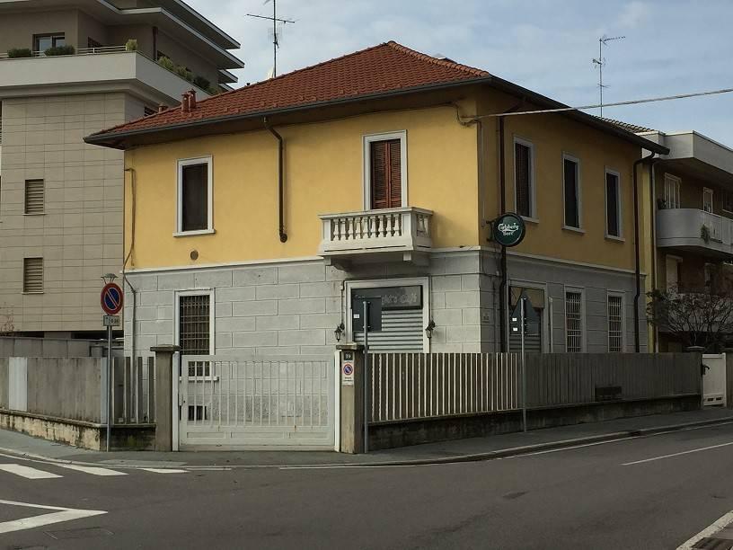 Villa in vendita a Novate Milanese, 6 locali, prezzo € 470.000   CambioCasa.it