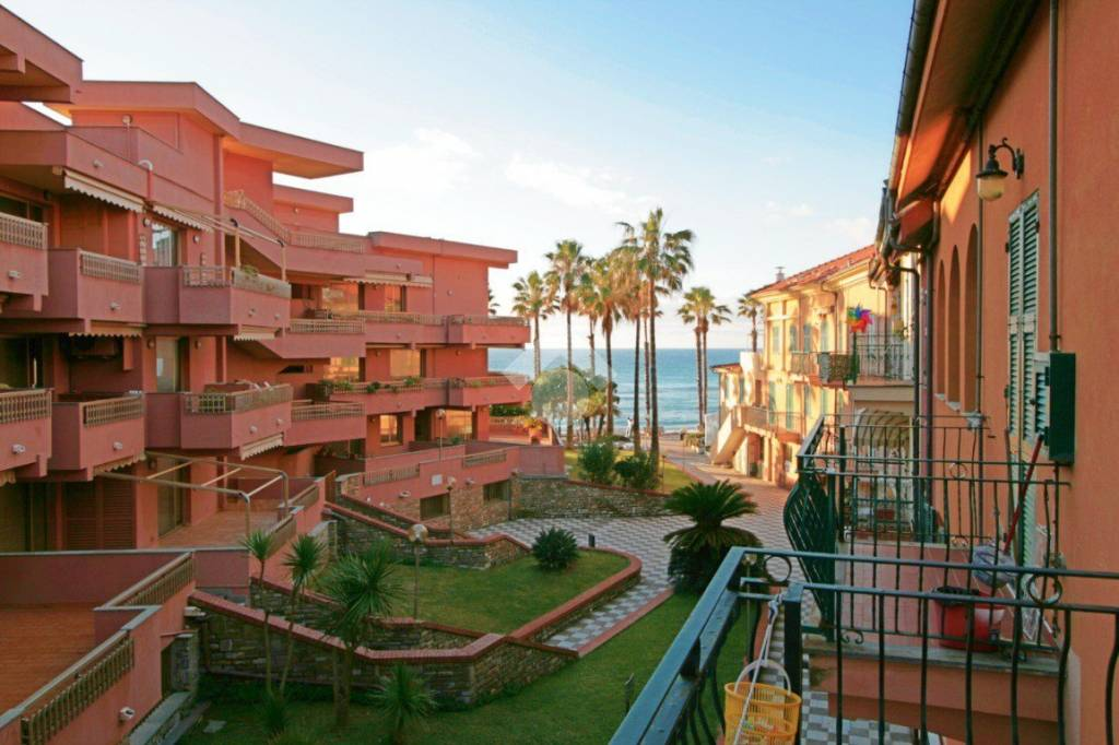 Appartamento in buone condizioni parzialmente arredato in vendita Rif. 9226375