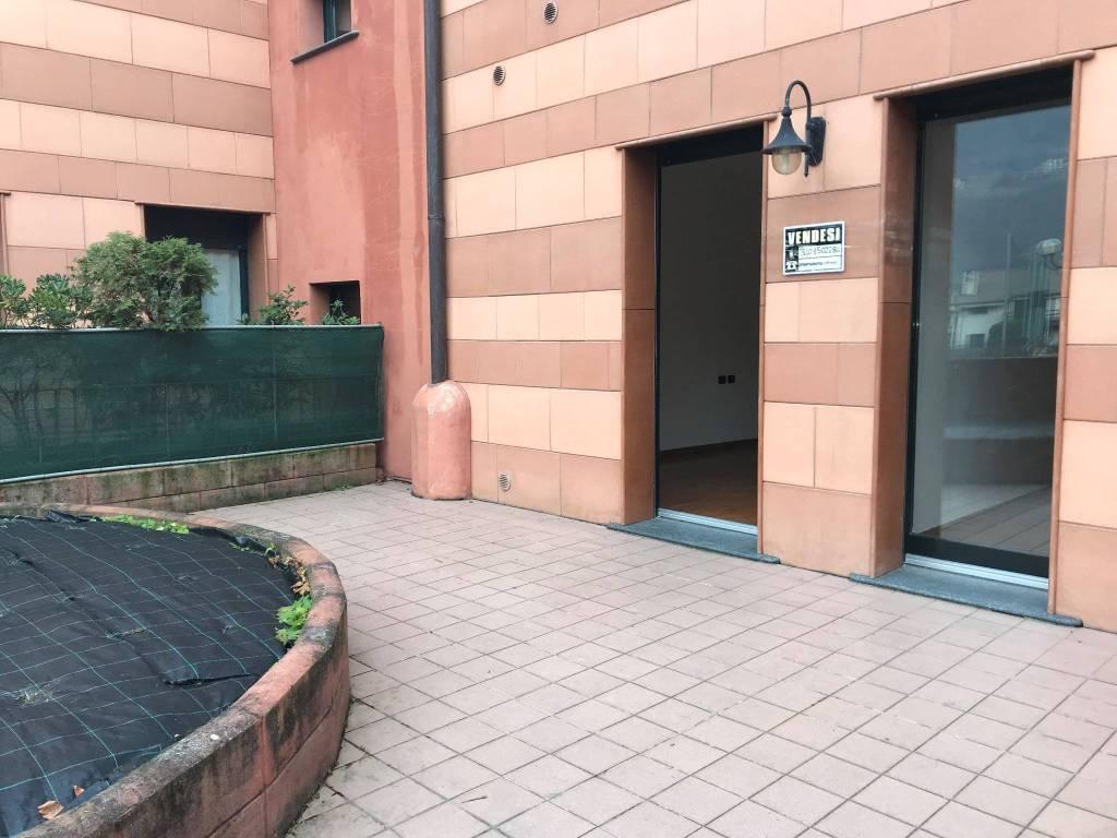 Appartamento in buone condizioni parzialmente arredato in vendita Rif. 8973339