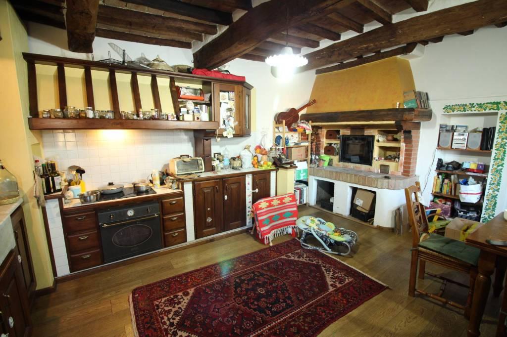 Appartamento in ottime condizioni parzialmente arredato in affitto Rif. 8974388