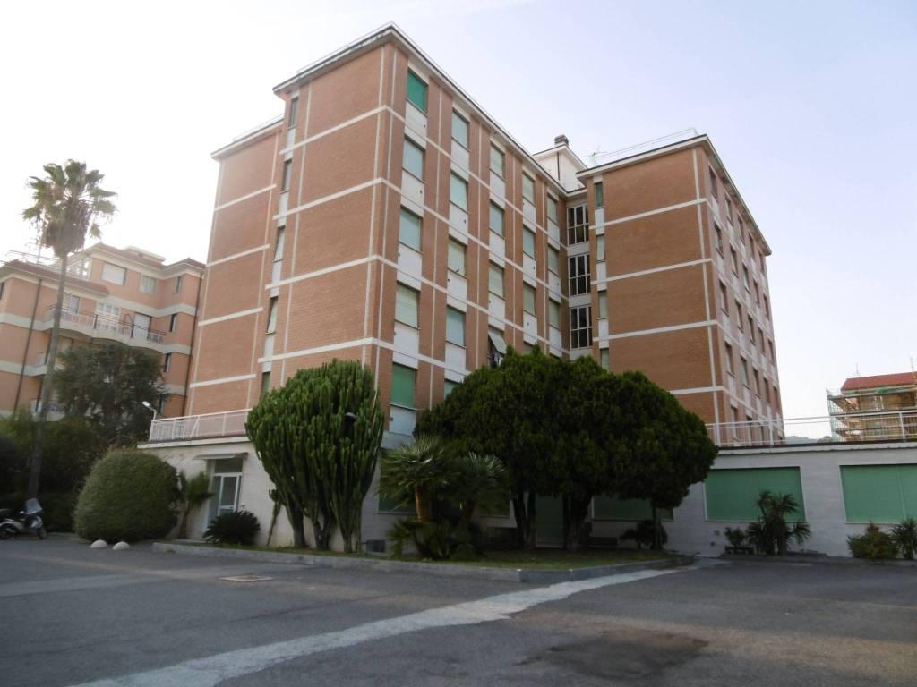 Appartamento in buone condizioni arredato in vendita Rif. 8972286