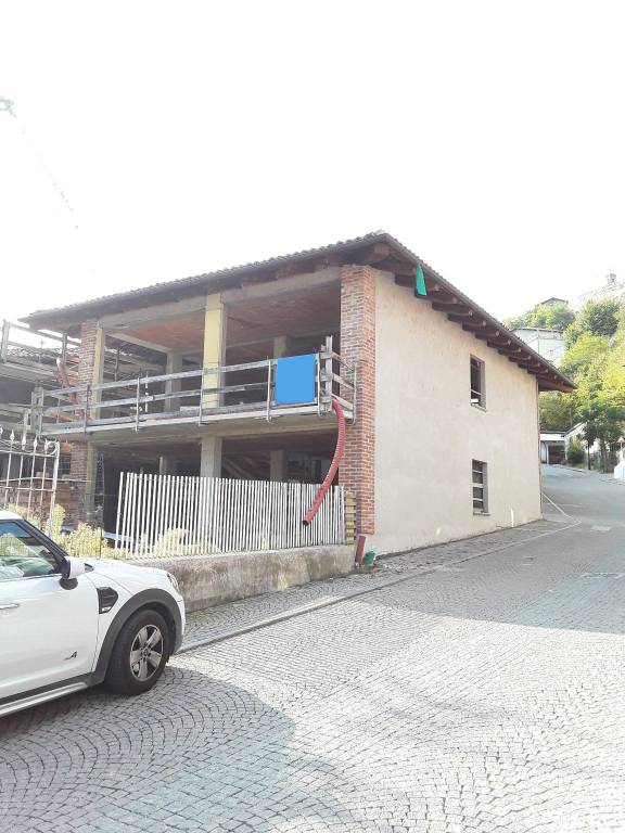 Villa in vendita a Castellinaldo, 9 locali, prezzo € 210.000 | PortaleAgenzieImmobiliari.it