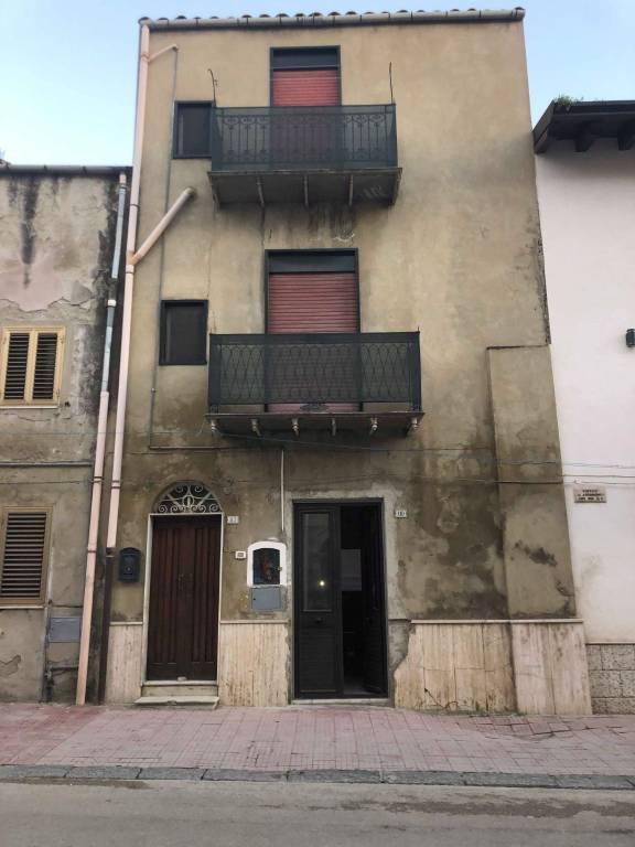 Stabile / Palazzo in buone condizioni in vendita Rif. 8975342