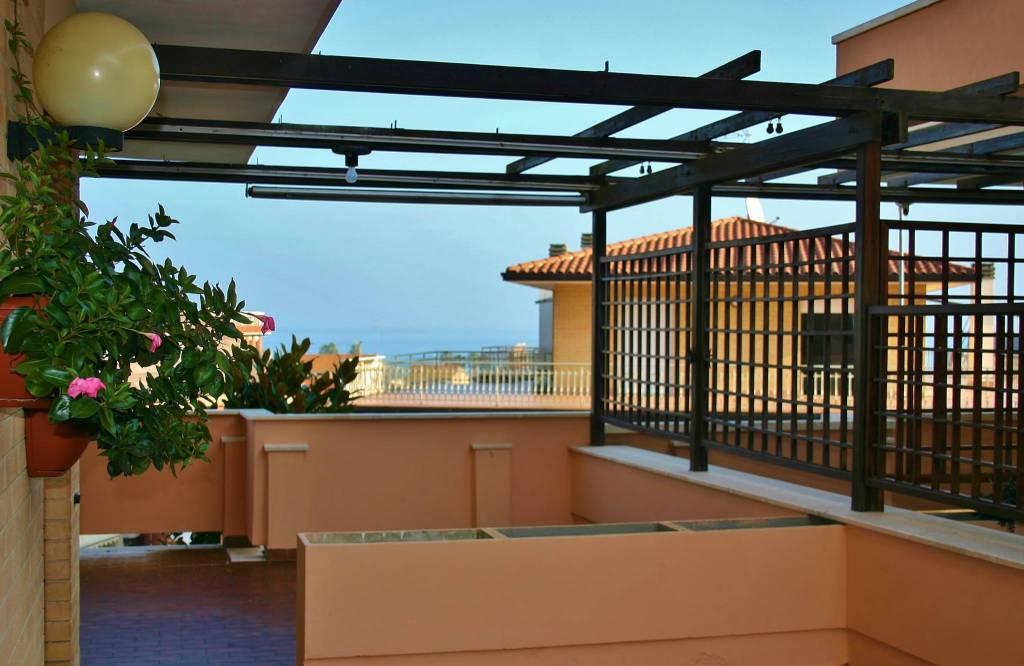 Appartamento in buone condizioni in vendita Rif. 8972117