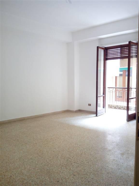 Appartamento in buone condizioni in affitto Rif. 8975580