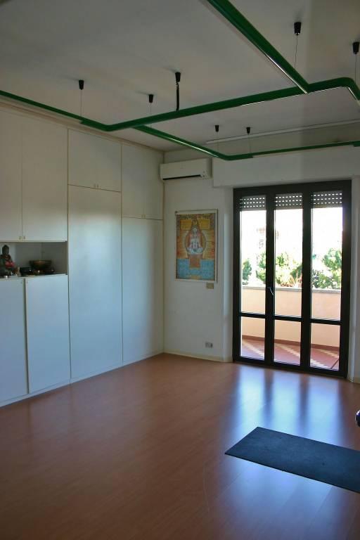 Appartamento in buone condizioni in vendita Rif. 8972118
