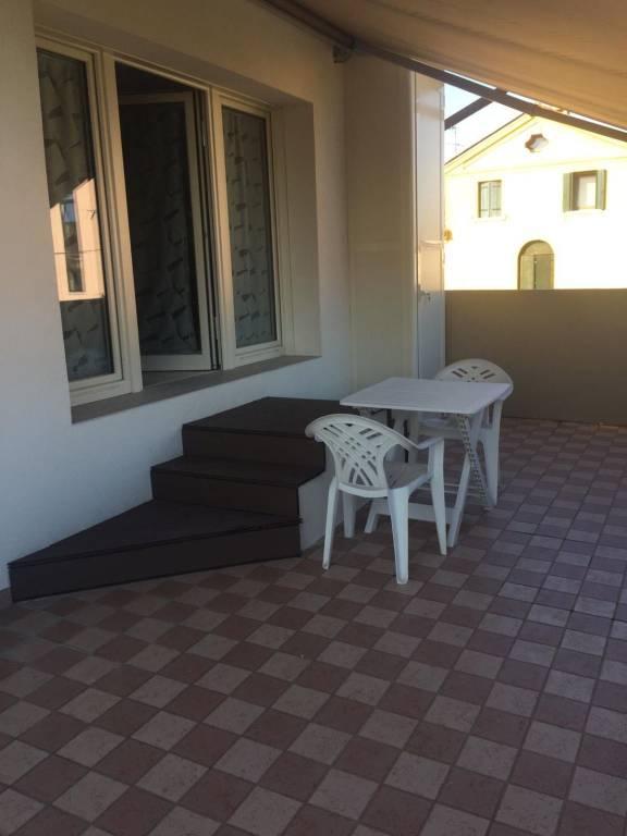 Appartamento in ottime condizioni arredato in affitto Rif. 8972116