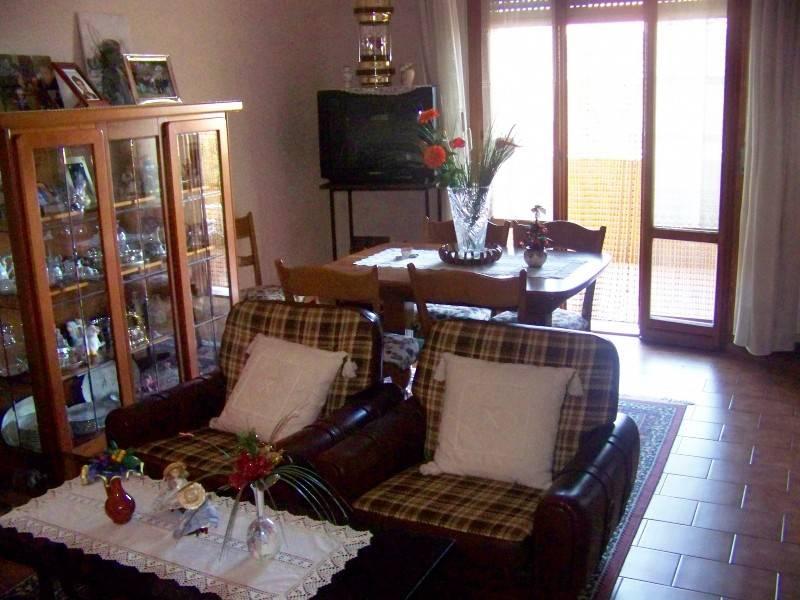 Appartamento in buone condizioni arredato in vendita Rif. 8972076