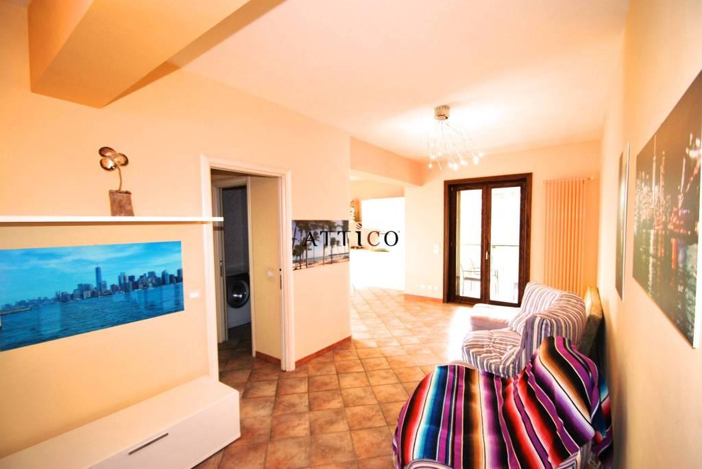 Appartamento in ottime condizioni arredato in affitto Rif. 8985646