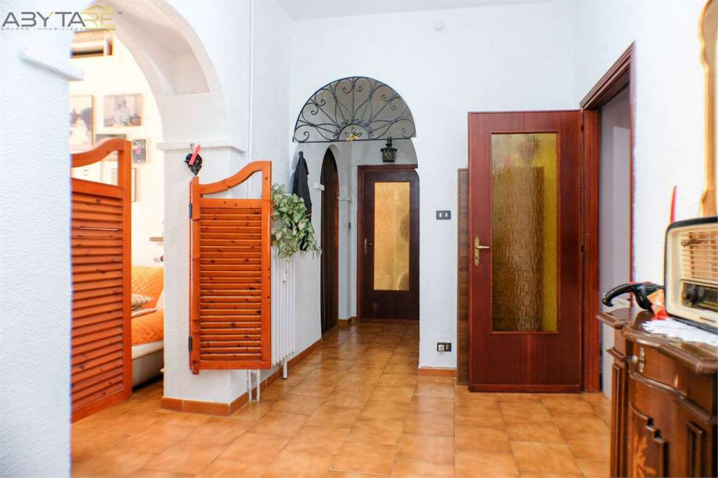 Immagine immobiliare Trilocale centro storivo di Venaria Abytare Torino Nord propone in vendita nel centro storico di Venaria a due passi dalla centrale via Mensa, appartamento composto da ampio ingresso, due camere, cucina abitabile e bagno, avente doppia...