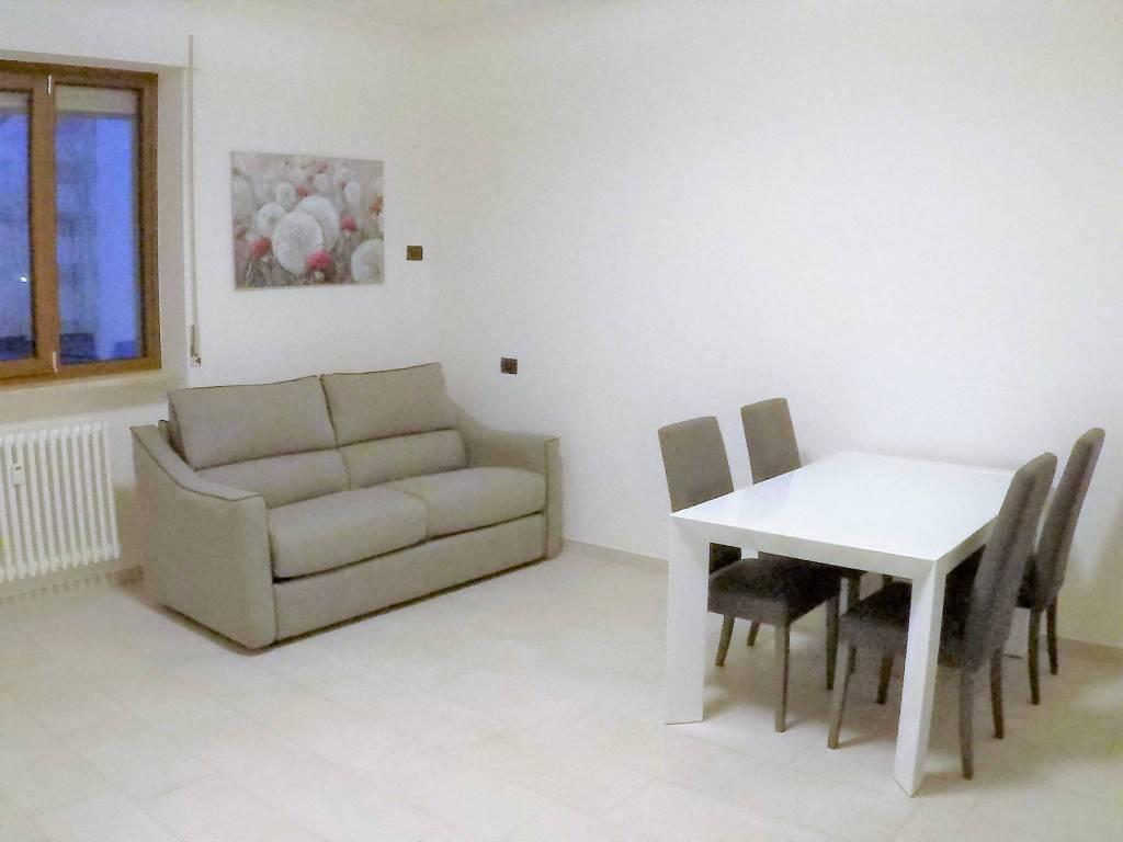 Appartamento in ottime condizioni arredato in affitto Rif. 8985272