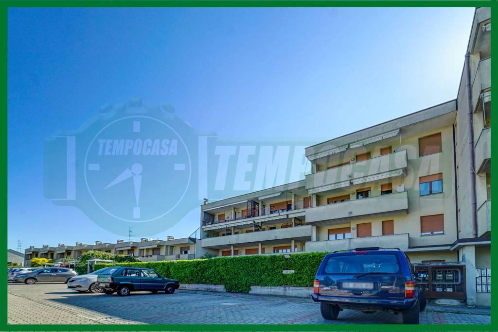 Appartamento in buone condizioni arredato in vendita Rif. 8987816