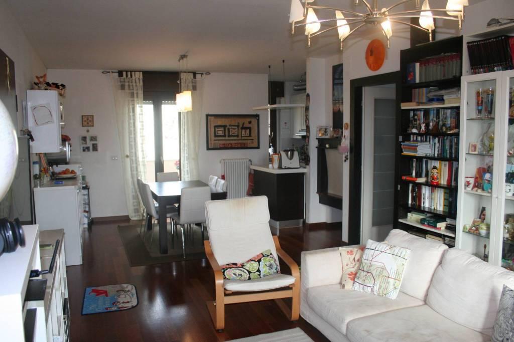 Appartamento in ottime condizioni parzialmente arredato in vendita Rif. 8987191
