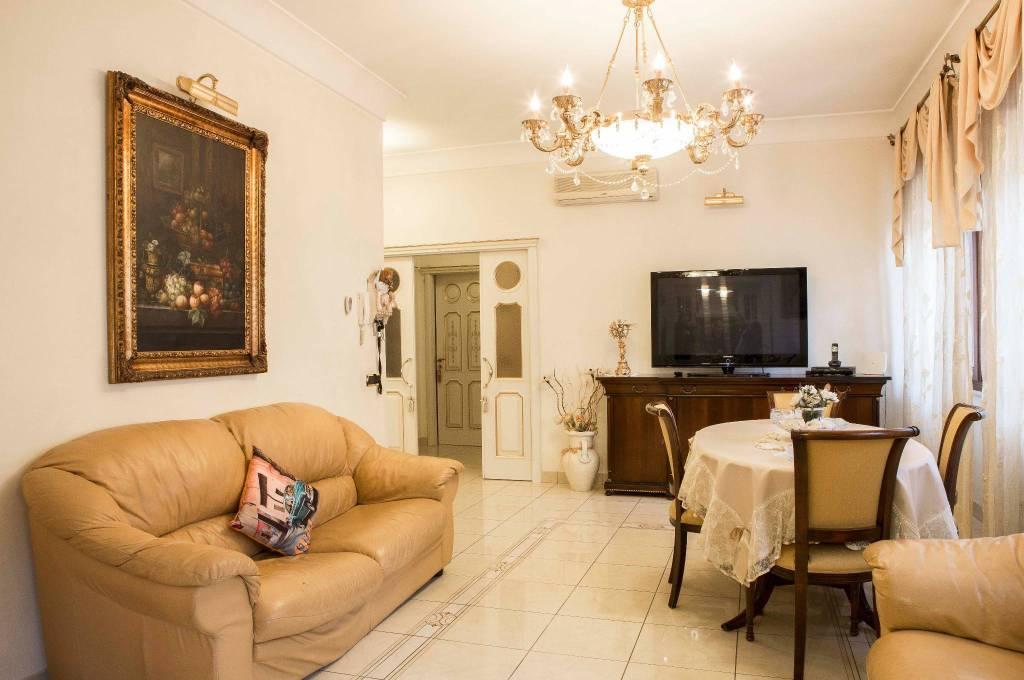 Appartamento in ottime condizioni in vendita Rif. 8985609
