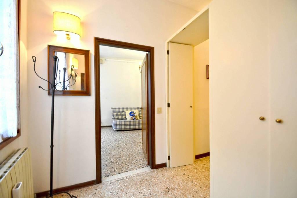 Appartamento in buone condizioni arredato in affitto Rif. 8985354