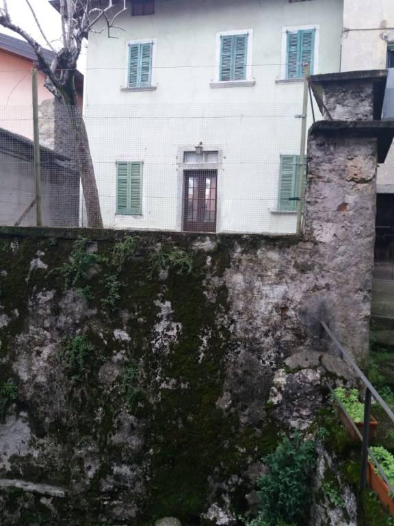Soluzione Indipendente in vendita a Lezzeno, 7 locali, prezzo € 150.000 | PortaleAgenzieImmobiliari.it