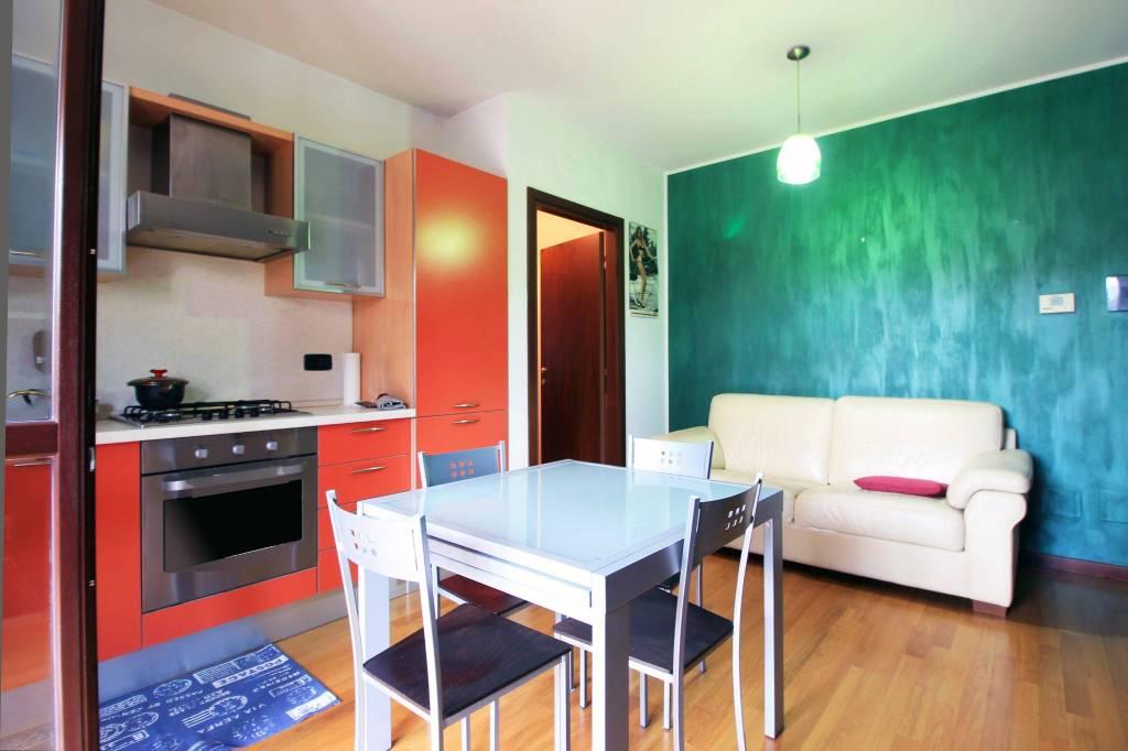 Appartamento in buone condizioni arredato in affitto Rif. 8986973