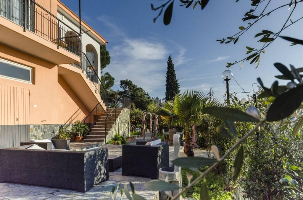 Foto 1 di Villa Albisola Superiore