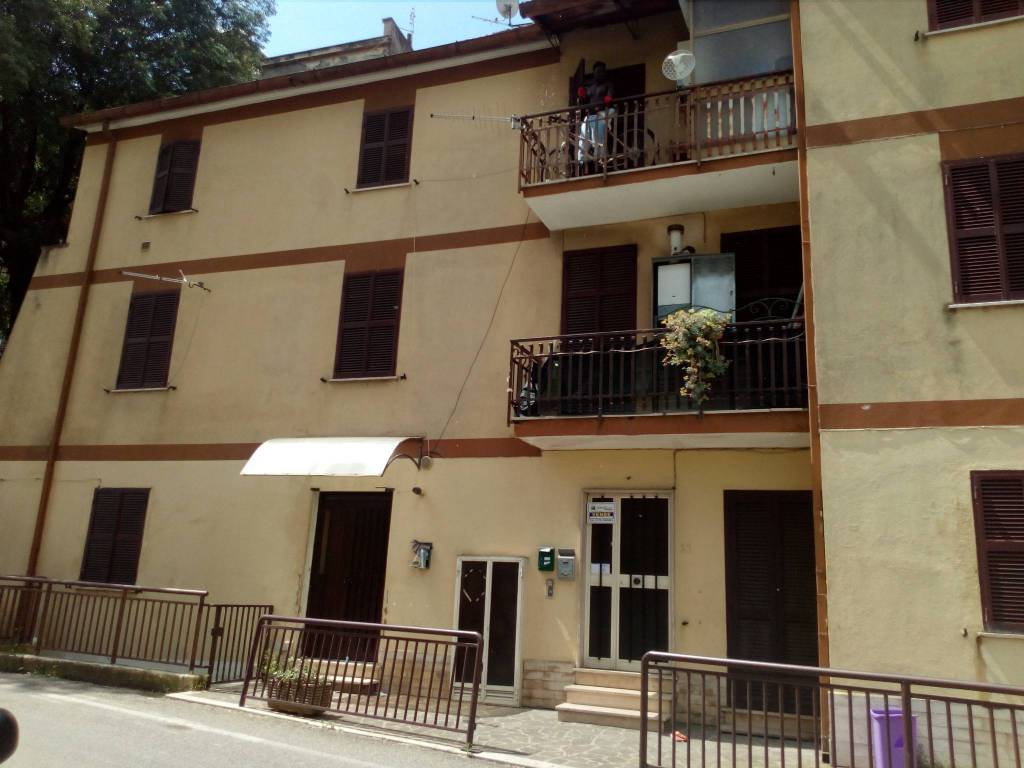 Appartamento in buone condizioni in vendita Rif. 8985829