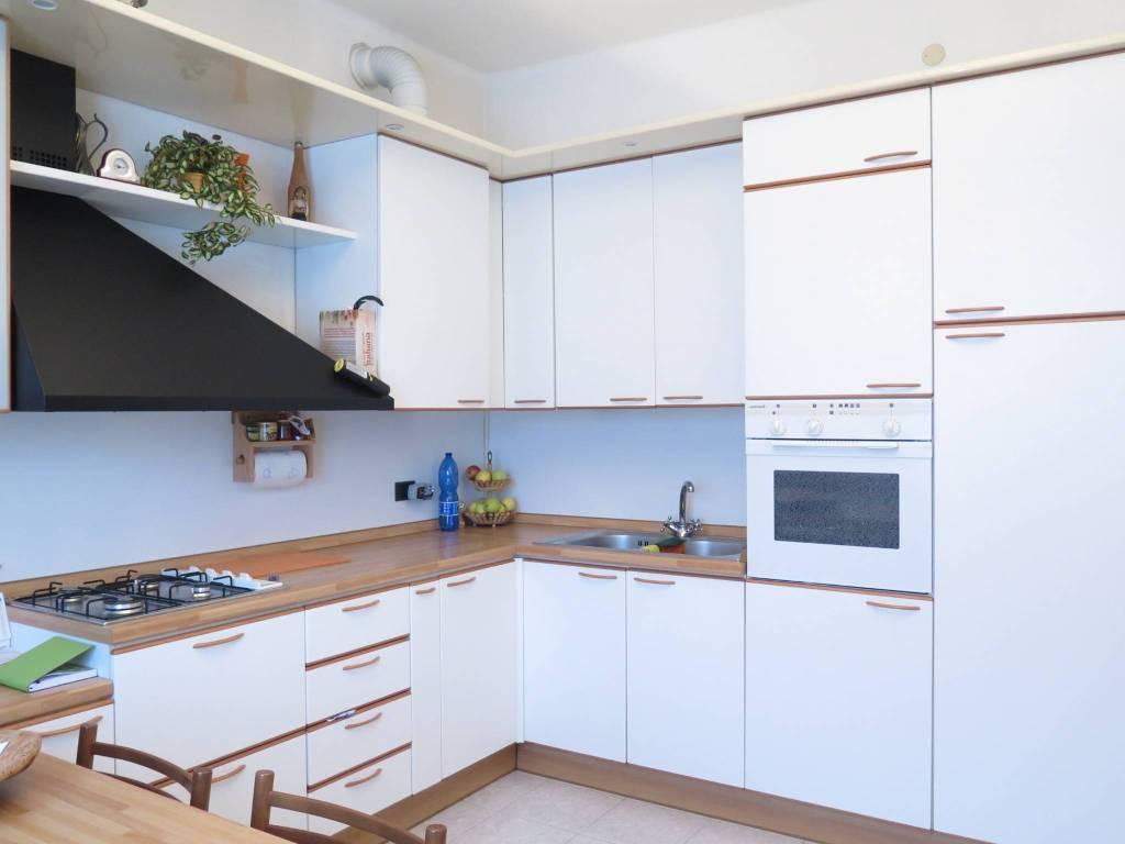 Appartamento in vendita a Sant'Omobono Terme, 4 locali, prezzo € 112.000 | CambioCasa.it