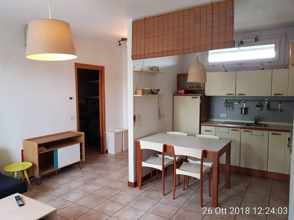 Appartamento in buone condizioni arredato in vendita Rif. 8986077