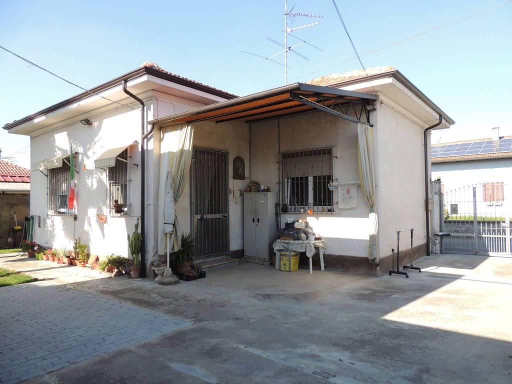 Villa da ristrutturare in vendita Rif. 8984803