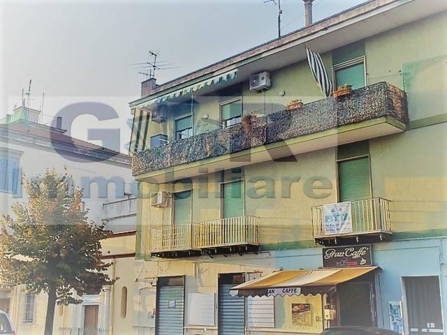 Appartamento in buone condizioni in affitto Rif. 8985066