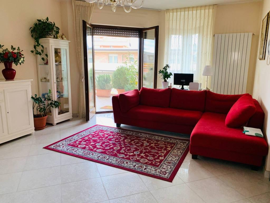 Appartamento in ottime condizioni in vendita Rif. 8983895