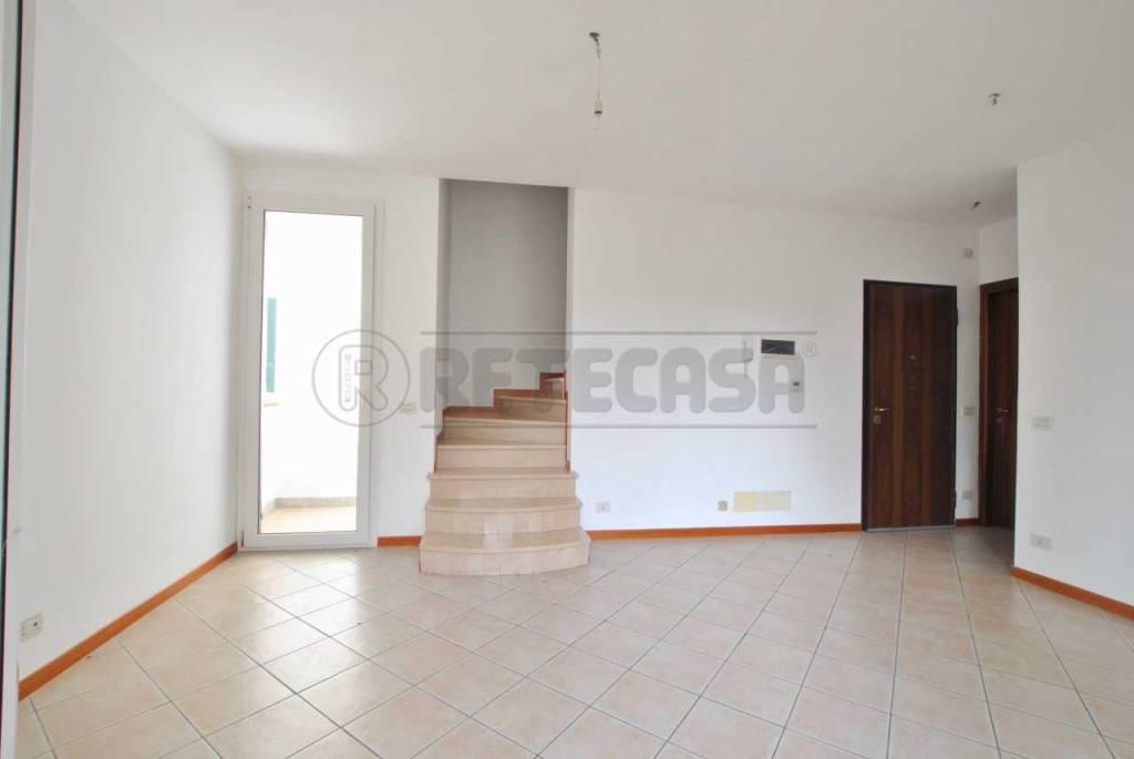 Appartamento in ottime condizioni in vendita Rif. 8410840